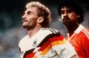 Frank Rijkaard (rechts) spuugde Duitser Rudi Völler in het gezicht tijdens de interland op het WK 1990.