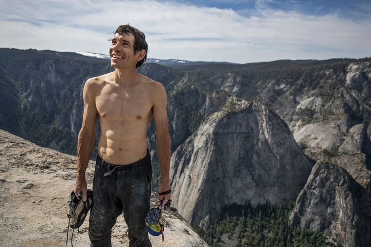Alex Honnold op de top van El Capitan, nadat hij deze als eerste zonder touw of zekeringen had beklommen. Beeld