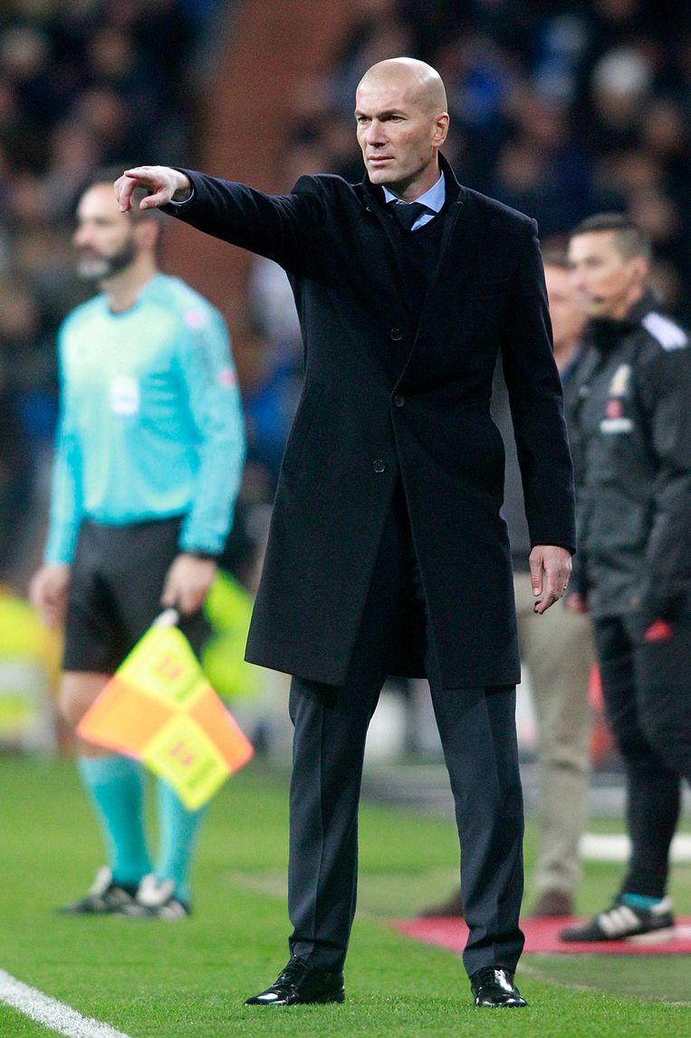 Zidane geeft aanwijzingen tegen Real Sociedad, vorig weekend. In La Liga volgt Real op 17 punten van leider Barça. Beeld Photo News