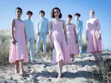 Op het strand en in de Koninklijke Stallen: balletdansers op tien unieke Haagse locaties
