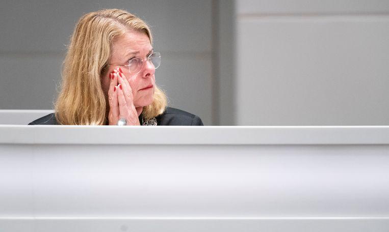Burgemeester Krikke tijdens een spoeddebat in de gemeenteraad over het corruptieonderzoek naar de wethouders Richard de Mos en Rachid Guernaoui.   Beeld Freek van den Bergh / de Volkskrant