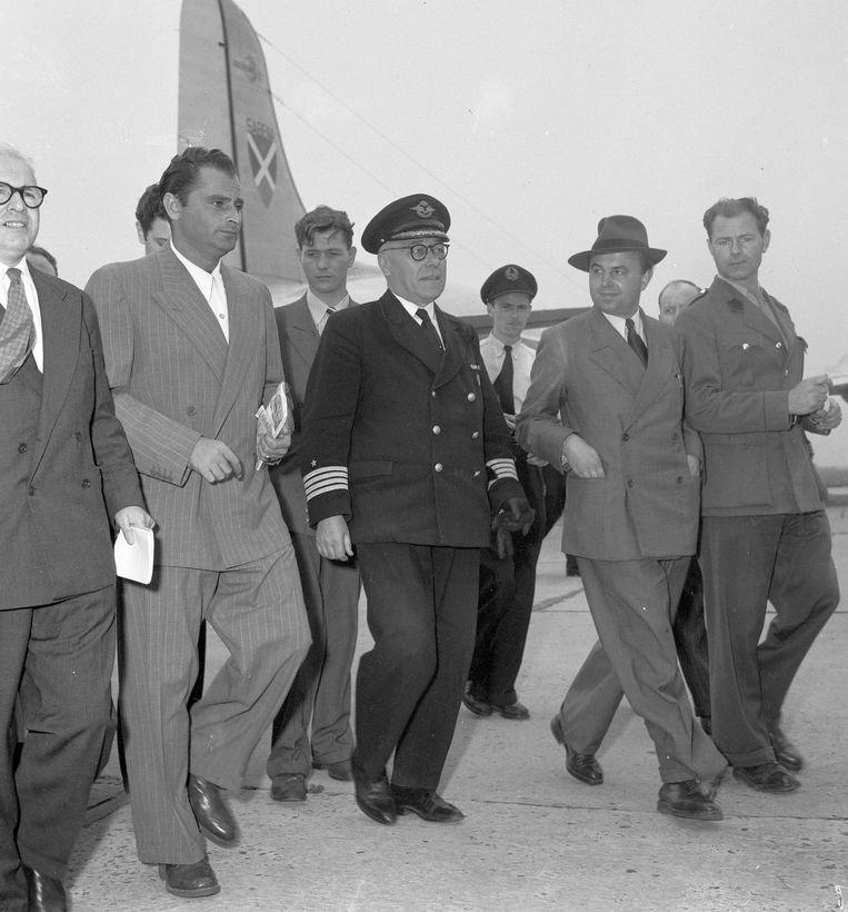 Raymond Westerling bij zijn aankomst in Brussel in 1950. Beeld ANP