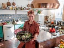 Estée Strooker verlangt naar paella nero: 'De kleur is imposant en afstotelijk tegelijk'