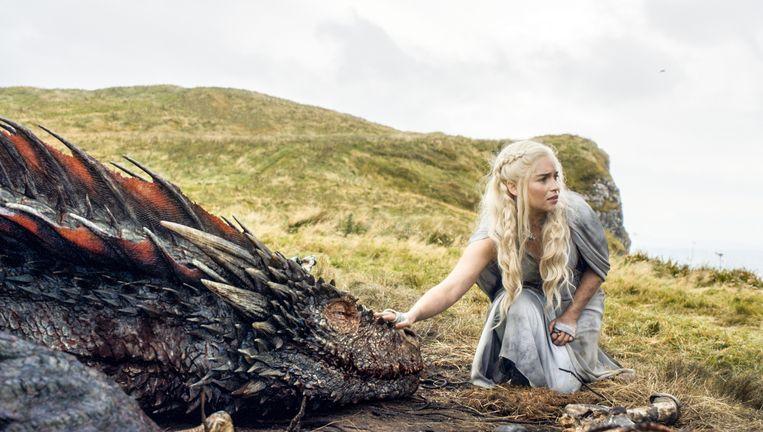 Emilia Clarke in een scène van 'Game of Thrones'. Beeld AP
