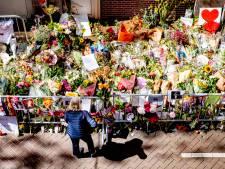 Gemeente Amsterdam haalt bloemenzee voor Peter R. de Vries weg