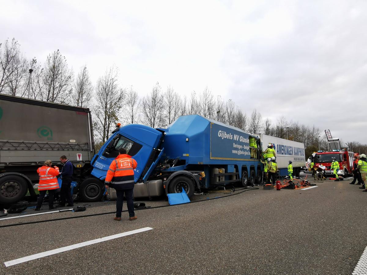 Aanrijding met vier vrachtwagens op de E17.