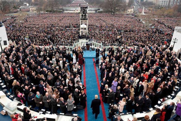 20 januari 2017: Trump betreedt het podium in Washington waar hij de eed zal afleggen als 45ste president van de Verenigde Staten.