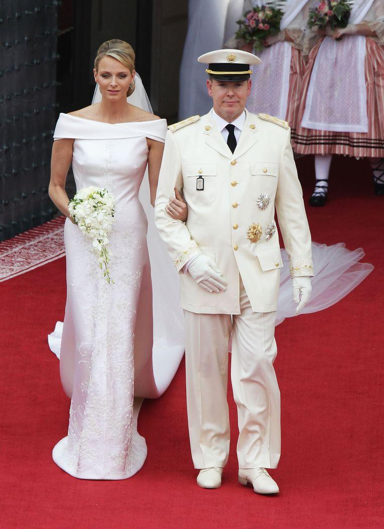 Princess Charlene (in Armani Couture) en Prins Albert II  van Monaco bij hun huwelijksceremonie op 2 juli 2011 in Monaco.   Beeld Getty Images