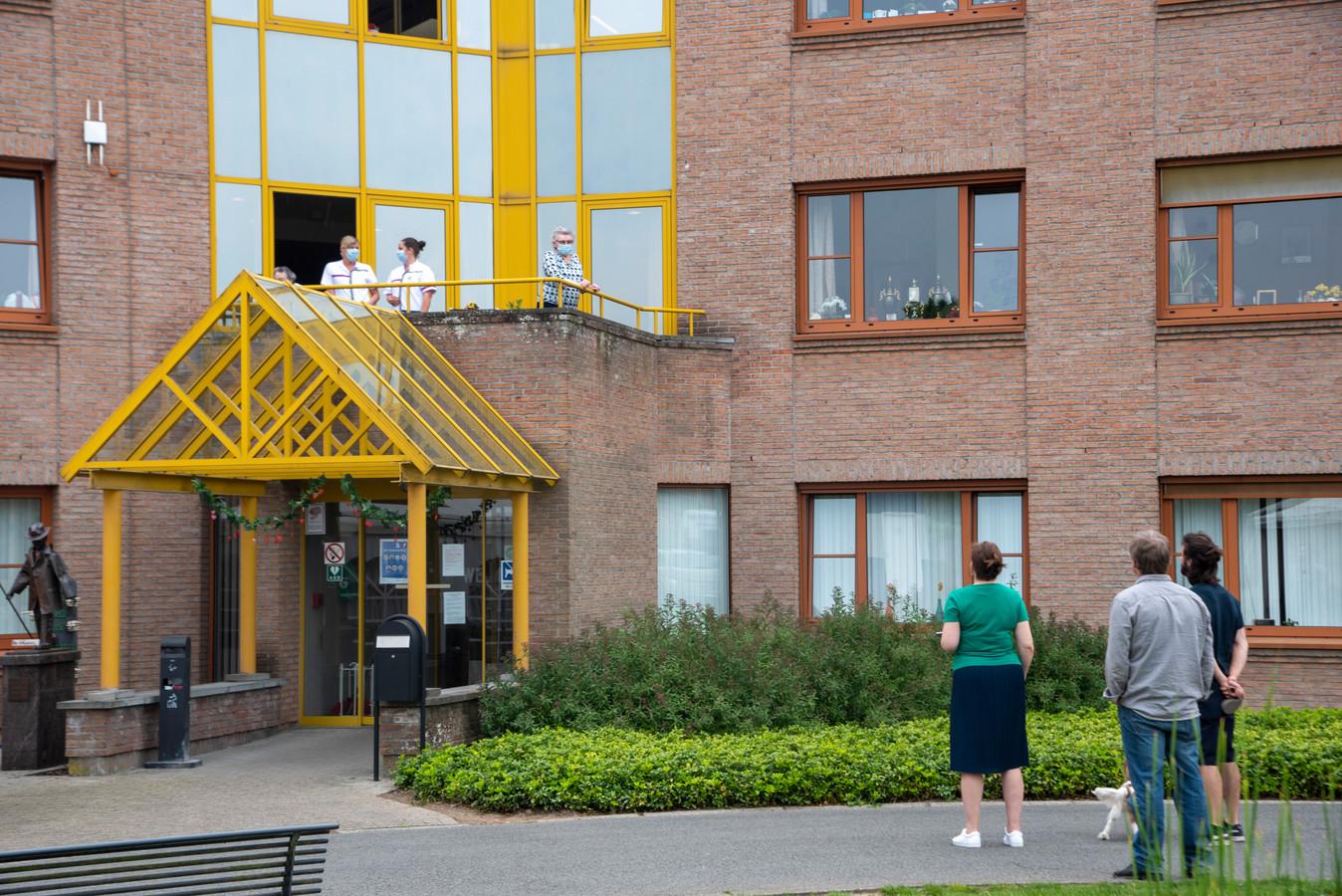 ARCHIEFBEELD: Molenkouter gaat weer deels op slot