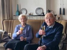 Betsy (92) en Tien (96) hadden 3,5 jaar verkering via de post