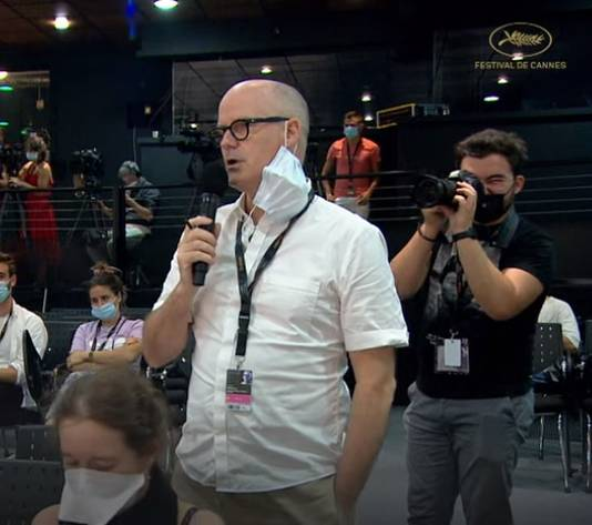 """Le journaliste Fiachra Gibbons lors de la conférence de presse de """"Bac Nord"""" au Festival de Cannes."""