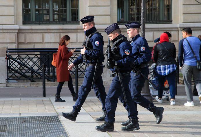 Politieagenten in Parijs, beeld ter illustratie.