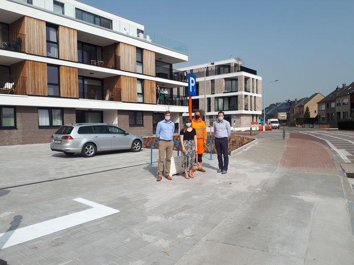 De parking bevindt zich op de hoek van de Mieregemstraat en de Oudstrijdersstraat.