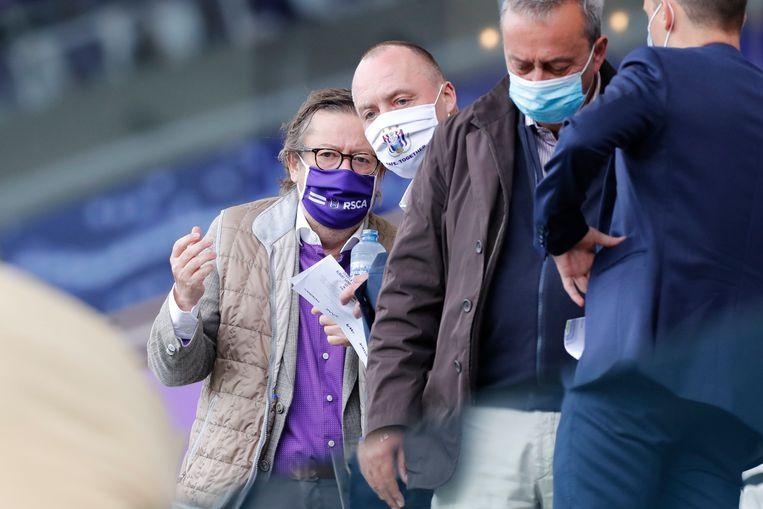 Eigenaar Marc Coucke met voorzitter Wouter Vandenhaute in de tribunes van Anderlecht. Beeld Photo News