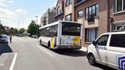 Man die vrouwelijke buschauffeur sloeg en bespuwde, zit in de cel