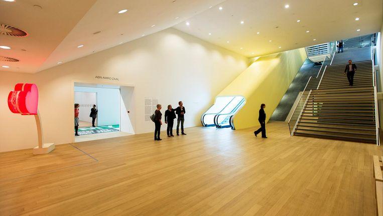 De kelder van het Stedelijk Museum, met links de ingang van de grote zaal. Beeld anp