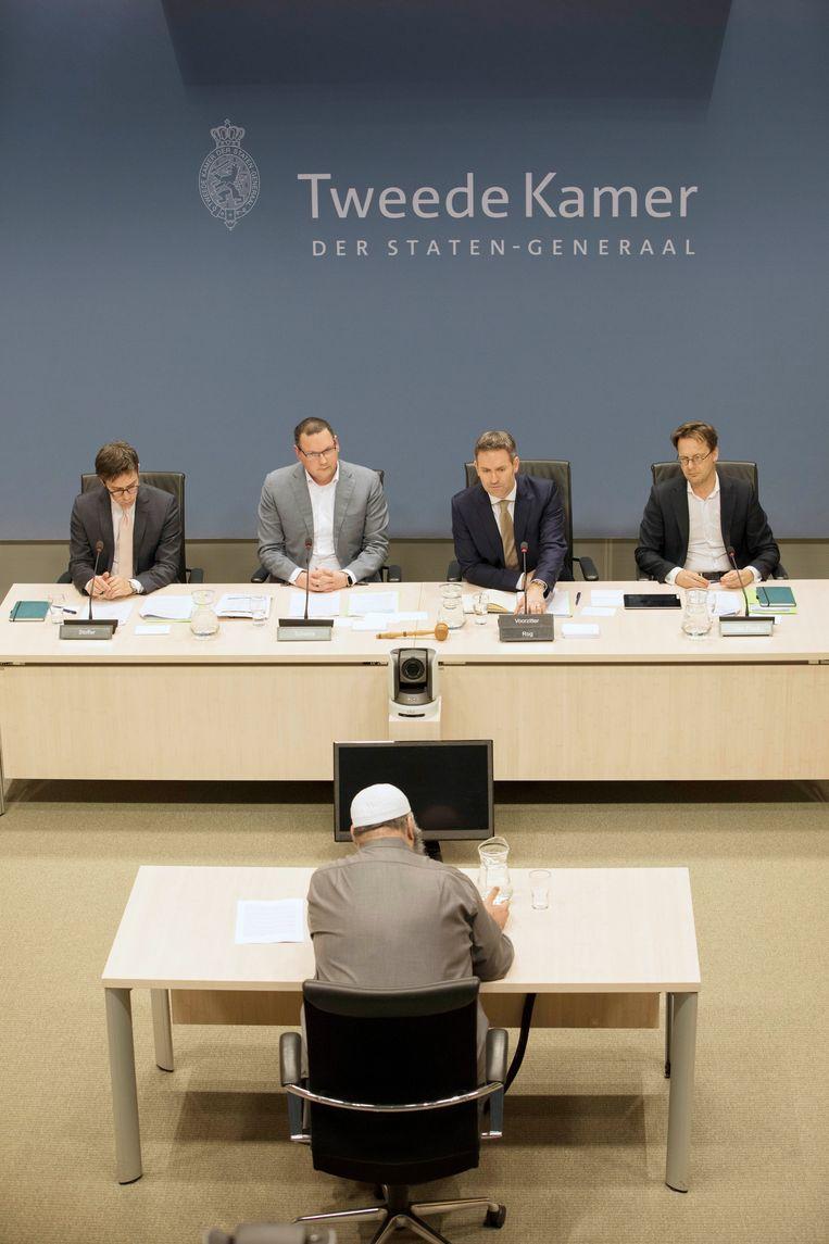 Bestuursvoorzitter S. Salam van de Al Fitrah moskee tijdens het onderzoek van een Kamercommissie naar  banden tussen onvrije landen als Saudi-Arabië en Nederlandse moskeeën en maatschappelijke organisaties. Foto is van februari 2020.  Beeld Werry Crone