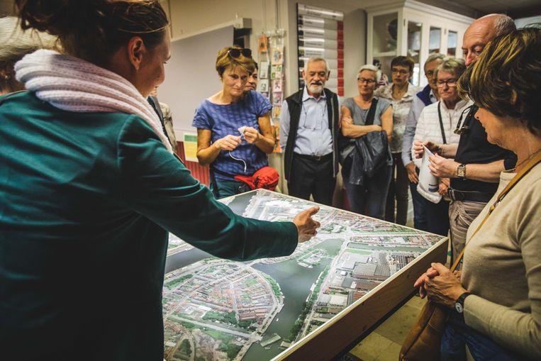 Historica Tina De Gendt legt uit hoe het STAM verhalen en herinneringen wil verzamelen van elke vierkante kilometer in Gent.