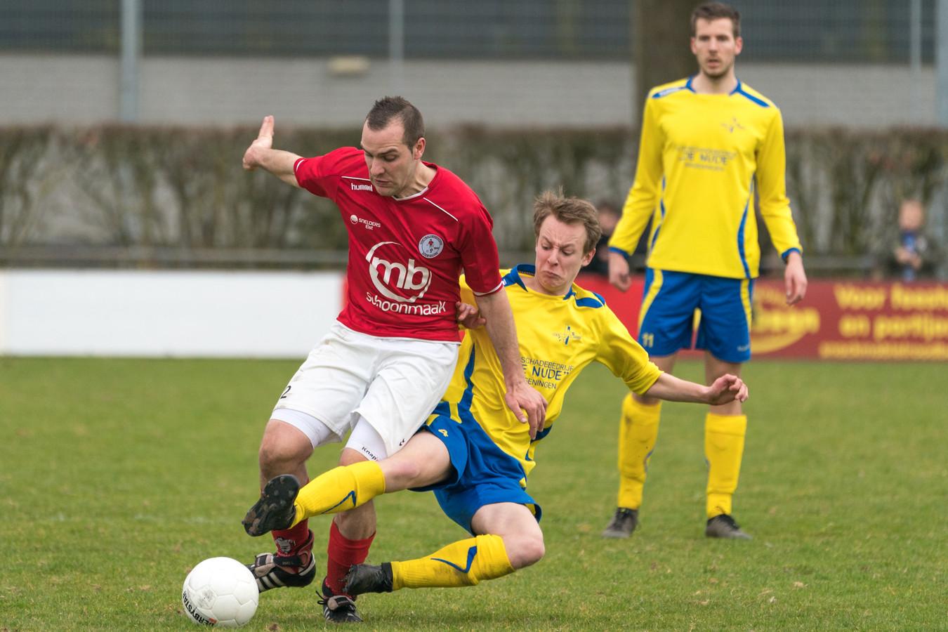 Dodewaard_EMM Voetbalwedstrijd tussen Dodewaard en EMM Randwijk.