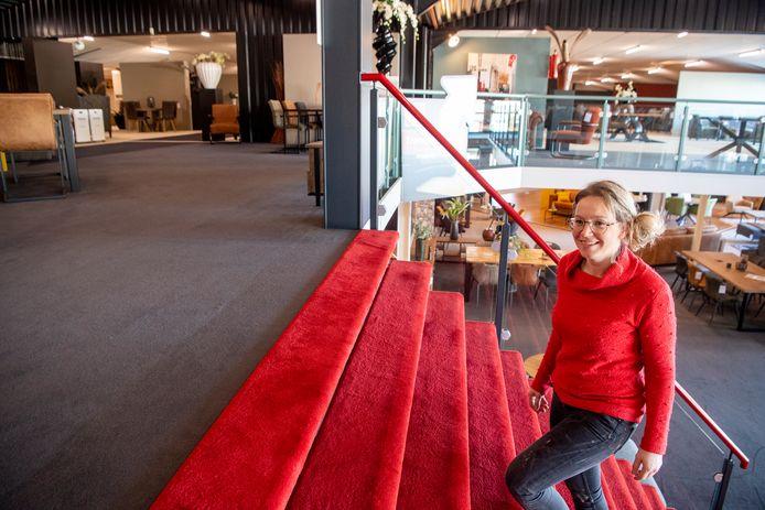 Maximaal vier klanten tegelijk, twee uur lang en verspreid in een showroom van 5000 vierkante meter over twee verdiepingen. Dat is vanaf woensdag de realiteit bij Gebroeders Seinen Meubelen in Nieuwleusen.