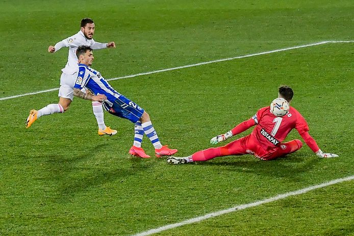 Eden Hazard scoort op slag van rusten de 0-3.