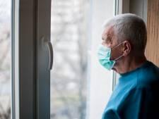 """""""Confiner les vieux, c'est du bon sens pour moi"""": faut-il isoler uniquement les personnes âgées ou à risque?"""