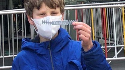 Matteo (12) schenkt 28 'comfy masks' (extra comfortabele mondmaskers) aan ASZ