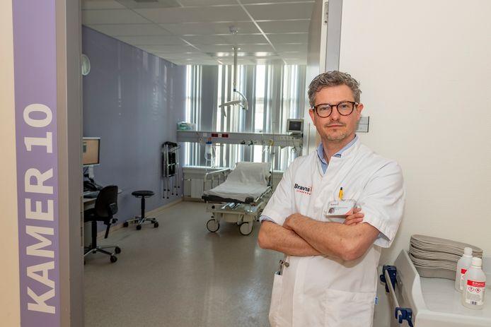 """Robbert Groenewegen (40), arts en medisch manager van de afdeling Spoedeisende Hulp in Bravis ziekenhuis. ,,Ik heb grote zorgen over de landelijke IC-capaciteit."""""""