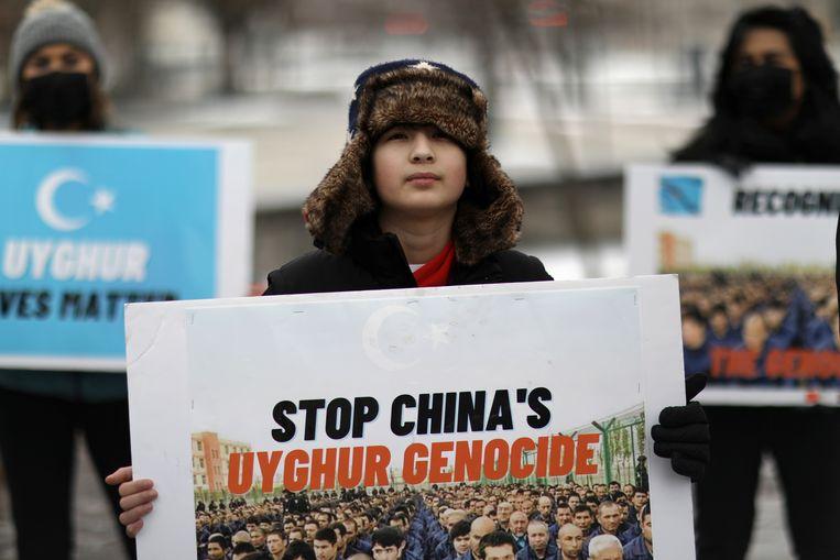 Protest voor de Canadese ambassade in Washington. Na de VS is Canada het tweede land waar de situatie in Xinjiang als genocide wordt bestempeld. Beeld REUTERS