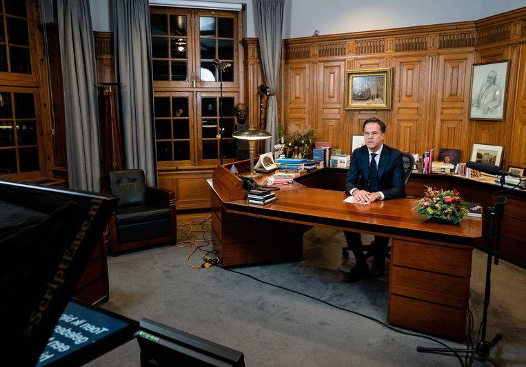 Premier Mark Rutte in het Torentje voorafgaand aan zijn speech over de verscherping van de coronaregels.  Beeld ANP