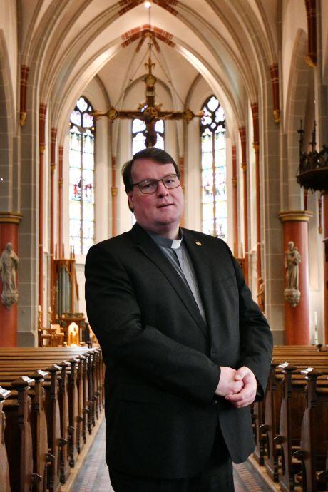 Twentse pastoor terug in de Liemers en ruilt van plek met pastoor Jansen