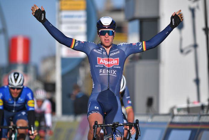 L'ancien champion de Belgique n'a laissé aucune chance à ses concurrents dans la dernière ligne droite.