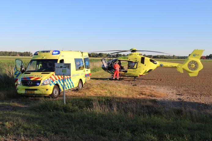De traumahelikopter landde op een naastgelegen landbouwperceel.