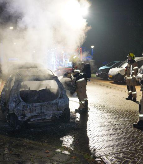 Auto verwoest door brand in Arnhemse wijk Geitenkamp