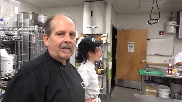 Daniel Brophy met zijn studenten in de keuken van het Oregon Culinary Institute.