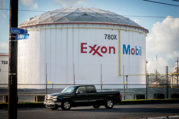 Een opslagtank van ExxonMobil. Deze oliereus kreeg, net als Shell, deze week een flinke klap te verwerken.
