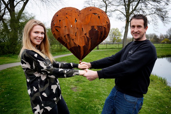 Leon van Haaften maakte een kunstwerk om zijn vriendin ten huwelijk te vragen.