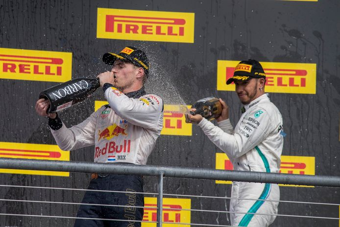 Lewis Hamilton (r) en Max Verstappen