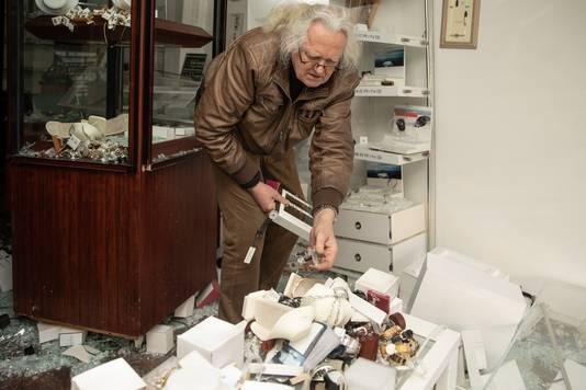 """Eigenaar Constantijn Littooij:. ,,Overal ligt glas en alle goederen liggen ertussen."""""""