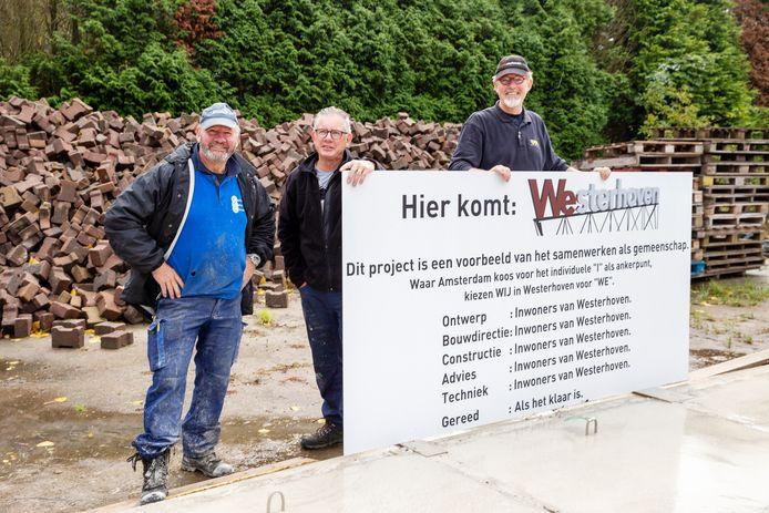Het logo van Westerhoven wordt gemaakt door de broers Henri, Siem en Johan van Beek (vlnr).