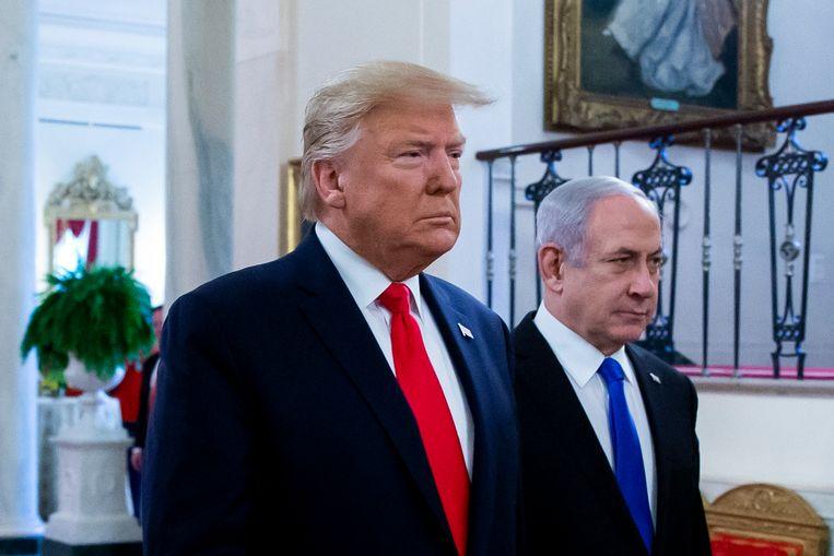 De Amerikaanse president Donald J. Trump (links) en de Israëlische premier Benjamin Netanyahu voor de onthulling van het vredesplan.