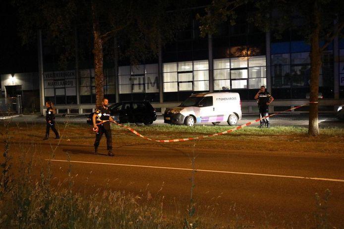 Agenten zetten de straat af in Apeldoorn.
