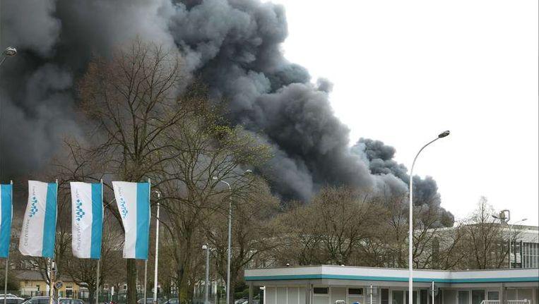 Een dikke zwarte rookwolk ontwikkelde zich na de explosie. Beeld afp