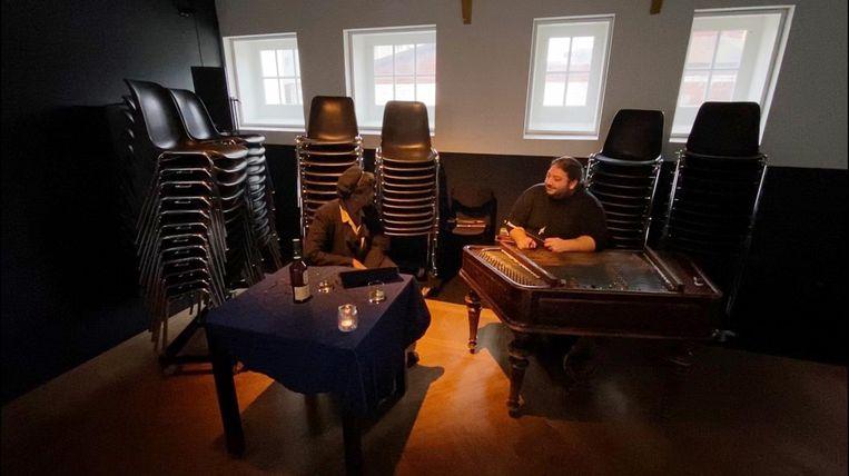Podium Splendor speelt Het is stil in Amsterdam. Beeld