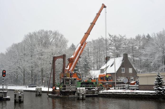 De ontmanteling van de Kattenbergse brug. foto Jean Pierre Reijnen