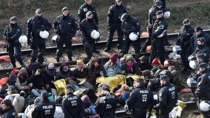 Zo'n 200 Belgen blokkeerden mee: laatste activisten van het spoor gehaald na protestactie tegen bruinkoolwinning