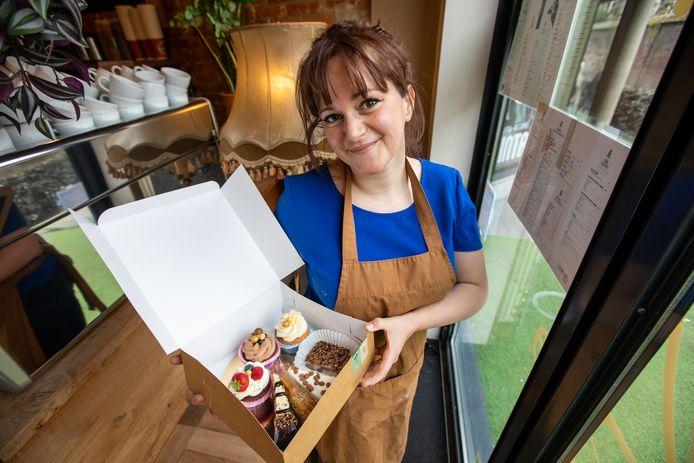 Uitbaatster Katja Agten (36) van Coffee Cafe in Hasselt wil ook in deze bizarre tijden haar klanten blijven verwennen.