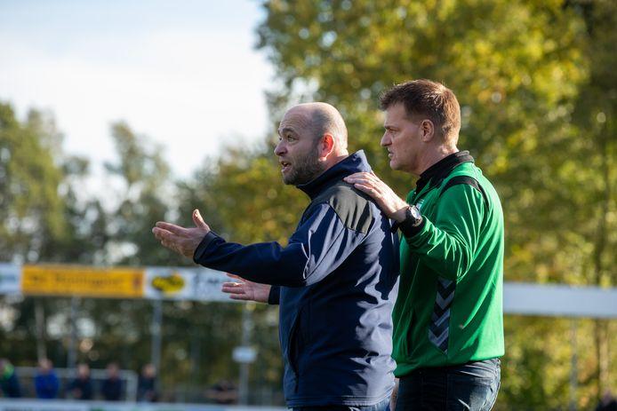 Robert Slinkman (links, met 't Harde-trainer Egbert Kragt) vertrekt na het seizoen bij WZC Wapenveld.