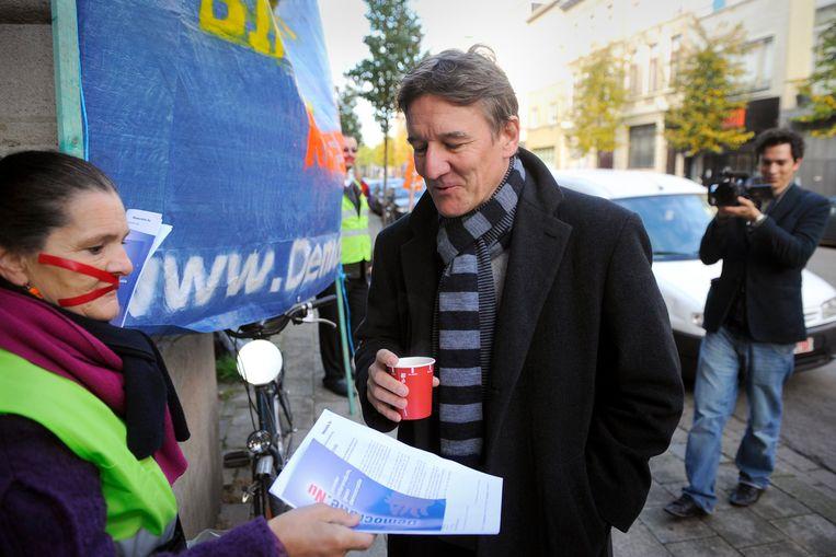 De Antwerpse burgemeester Patrick Janssens brengt zijn stem uit. Beeld BELGA