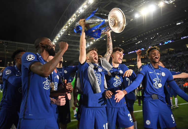 Chelsea's Christian Pulisic, Kai Havertz en Tammy Abraham vieren de winst van de Champions League. Beeld Pool via REUTERS